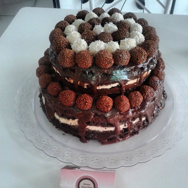 Naked Cake de Brigadeiro Belga – R$69,90 kg