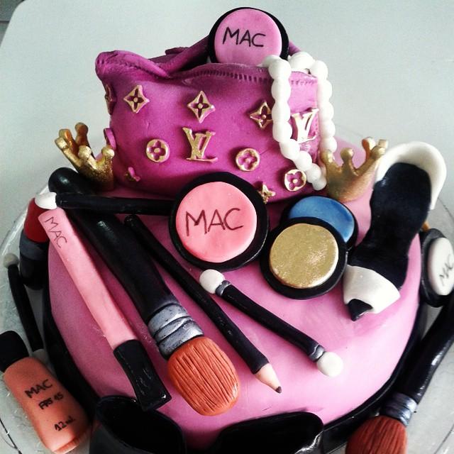 Bolo Maquiagem R$ 120,00 kg