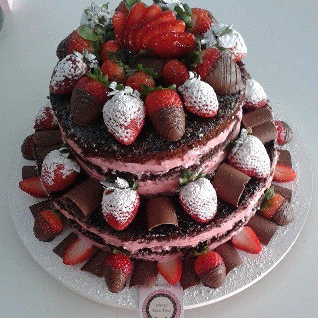 Naked Cake Chocolate com Morangos R$ 69,90 kg