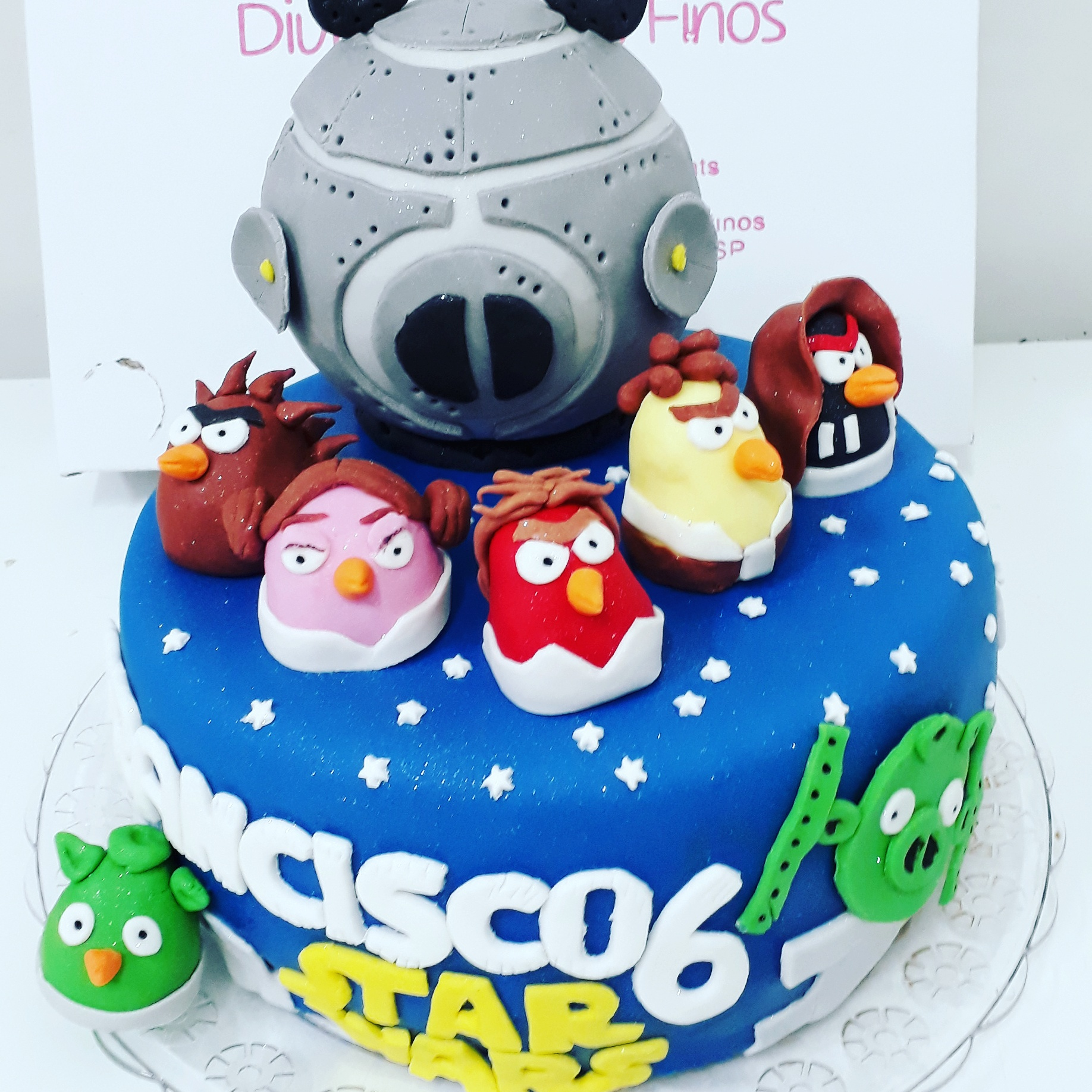 Bolo Angry Birds e Star Wars R$ 130,00kg