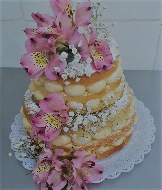 Naked Cake decoração de flores R$ 69,90kg