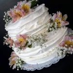 Naked cake espatulado com flores R$ 79,90kg