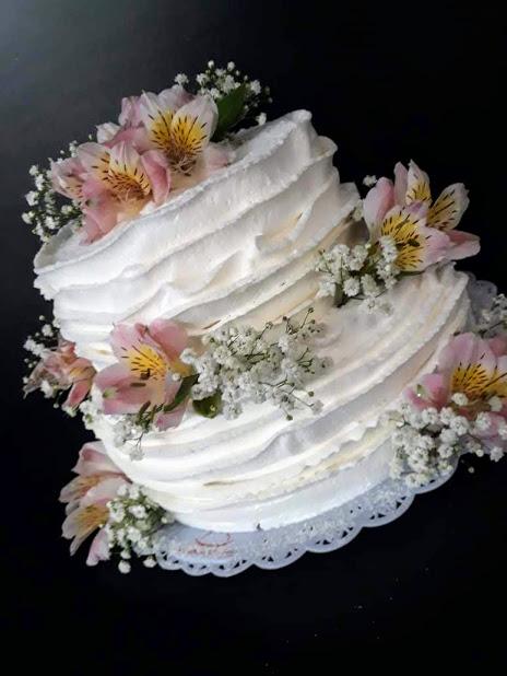 Naked cake espatulado com flores R$ 69,90kg