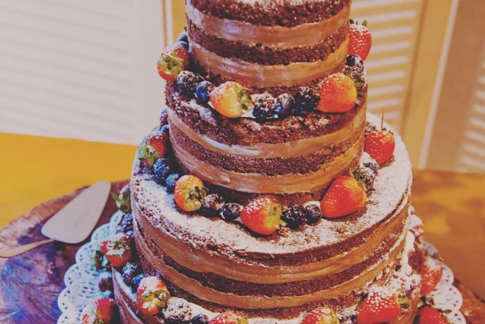 Naked Cake Chocolate e Frutas Vermelhas R$89,90kg