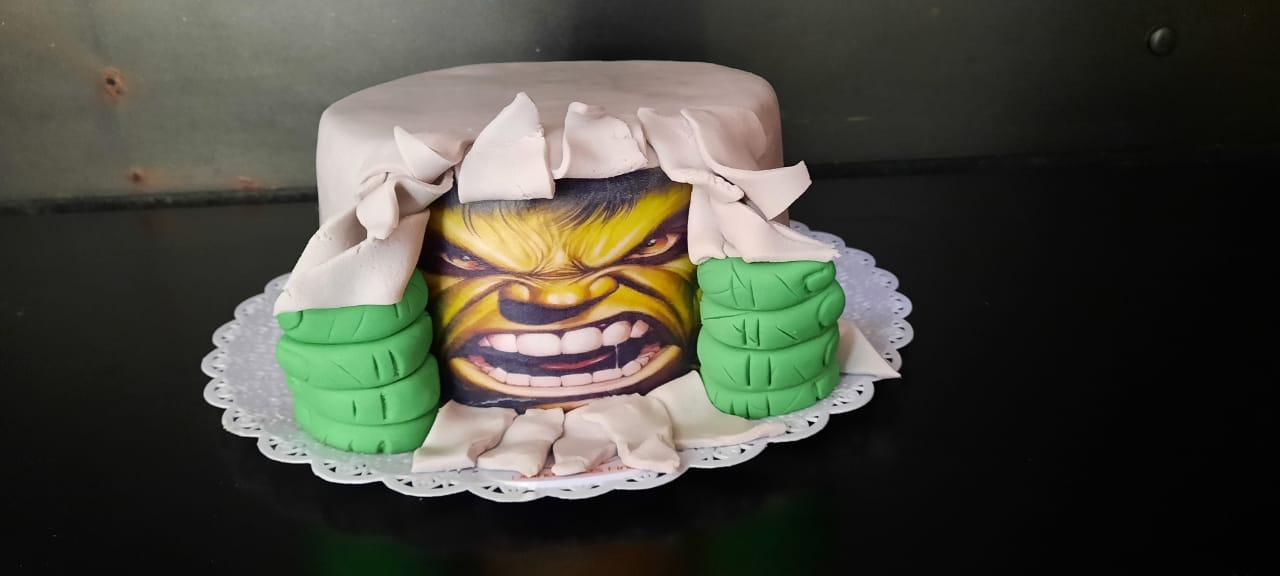 Bolo Tema Hulk R$130,00kg